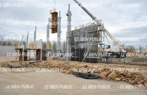 les-fondations-ont-ete-posees-les-ouvriers-s-attardent-actuellement-a-l-installation-des-charpentes-en-beton-photo-marie-protet-1393949127